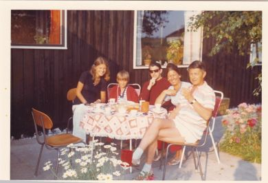 kusine Lone, fætter Anders, far, tante Åse, farbror Ivan